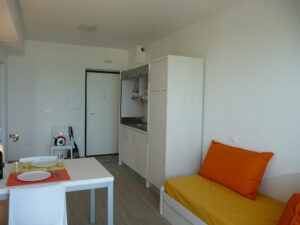 cucina-soggiorno-appartamenti-residence-america-18