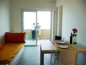 cucina-soggiorno-appartamenti-residence-america-19