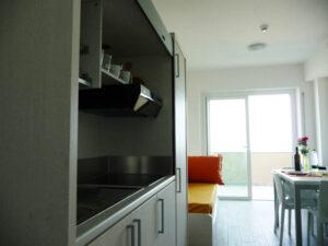 cucina-soggiorno-appartamenti-residence-america-4