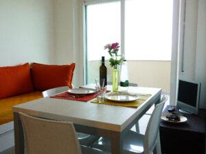 cucina-soggiorno-appartamenti-residence-america-9